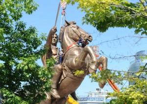 Statua Aleksandra Velikog visoka 28 metara u centru Skopja (Courtesy  photo/Dragan Perkovski)