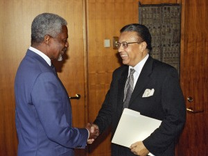 Secretary-General Kofi Annan (left) with Anwarul Karim Chowdhury, the Permanent Representative of Bangladesh to the United Nations and President of Security Council for the month of June 2001. Photo taken on 30 May 2001United Nations, New York (UN photo by Eskinder Debebe)