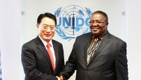 Ambassador Simon Madjumo Maruta, chairman of the Vienna chapter of the Group of 77 and Permanent Resident of Namibia to the UN office in Vienna (right) and Director General of UNIDO, Mr. LI Yong