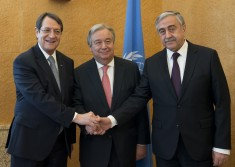Secretary-General António Guterres (centre) meets with Greek Cypriot leader Nicos Anastasiades (left) and Turkish Cypriot leader Mustafa Akinci in Geneva. 12 January 2017 Geneva, Switzerland (UN photo)
