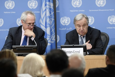 UN Secretary-General António Guterres with his spokesperson Stephane Dujarric addresses a press on the occasion of World Refugee Day (20 June). In addition to he talked on the situation of refugees and migration around the world, the independence of the UN from diplomatic pressure; and the Syrian conflict. (UN Photo Evan Schneider)