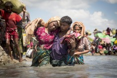 Rohingya-Border-Thousands-of-new-Rohingya-refugee-arrivals-cross-the-border-near-Anzuman-Para-village-Palong-Khali-Bangladesh.-Photo-UNHCR by Roger-Arnold