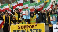 Iran Protests - Supporters of Iran's democratic opposition hold a rally in London, Jan. 4, 2018. (VOA News photo)