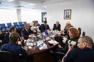 PM Ramus Haradinaj with group of foreign reporters in his Cabinet in Pristina, June 2018 (Facebook photo - Halil Mula)