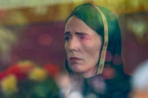 Wearing a headscarf and a pained expression, New Zealand Prime Minister Jacinda Ardern visited the families of Muslims who were killed in a terror attack on two mosques in Christchurch (Photo by Morocco World News - courtesy for education only)