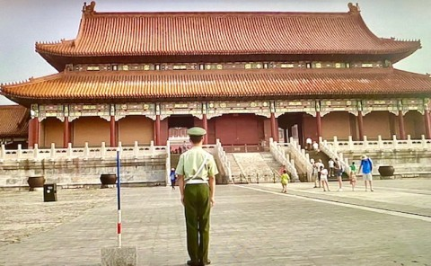 China - daily police ritual duties in Beijing (TV image - photo by Erol Avdovic - for education only)